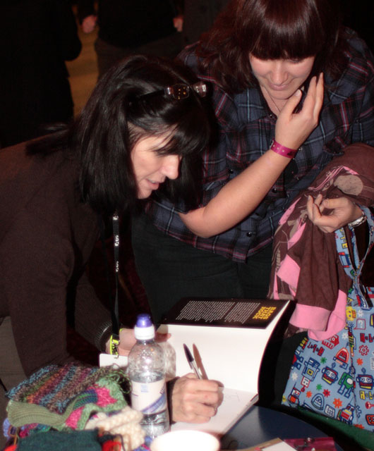 A knitter gets her Bags that Rock book signed by Kelley